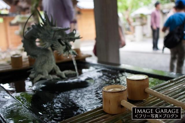 伊豆修善寺の修禅寺の温泉の手水舎のフリー素材写真(無料)