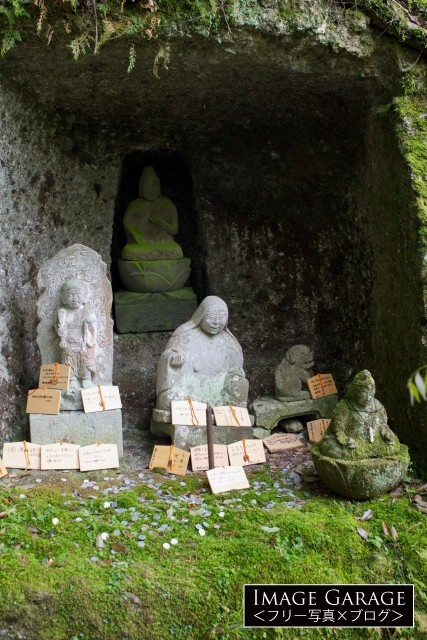 伊豆修善寺の岩谷観音とおしゃぶり婆さんのフリー素材写真(無料)