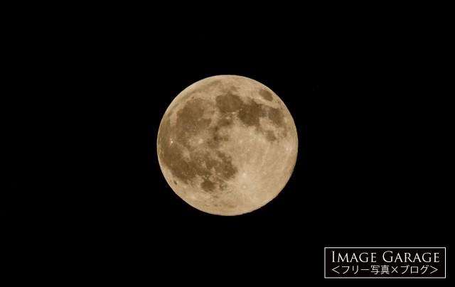 満月・ブルームーンの無料写真素材