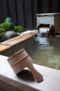 温泉と手桶