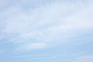 柔らかい雰囲気の青空(横位置)