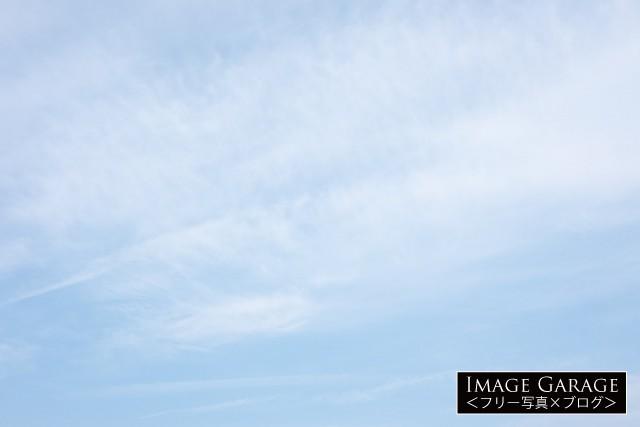 柔らかい雰囲気の青空(横位置)のフリー素材写真(無料)