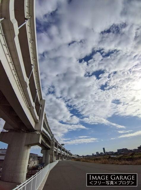 鶴見川サイクリングコースと首都高速横浜北線のフリー素材写真(無料)