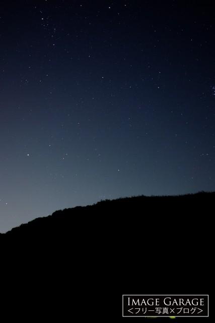 星空の下でキャンプのフリー画像(無料写真素材)