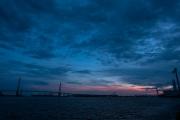海芝浦駅から見た、鶴見つばさ橋の夕景