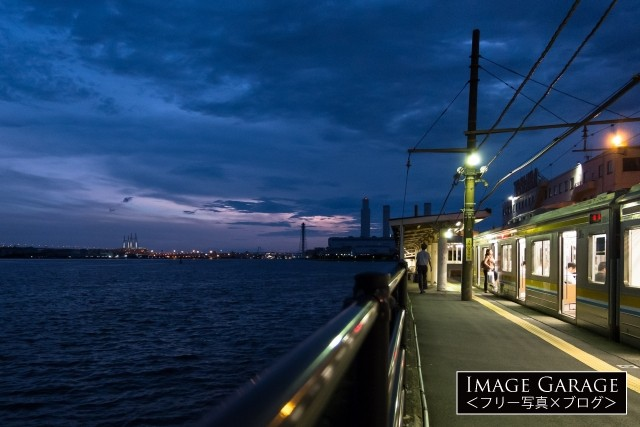 夕暮れの海芝浦駅のフリー画像(無料写真素材)