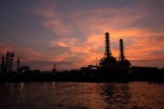 寺院のような姿の川崎天然ガス発電所