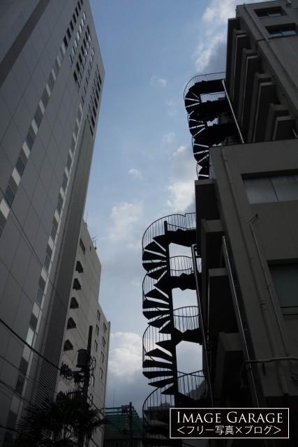 東京慈恵会医科大学 外来C棟の非常階段のフリー写真素材