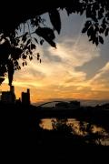 夕焼けの鶴見川と鴨池大橋