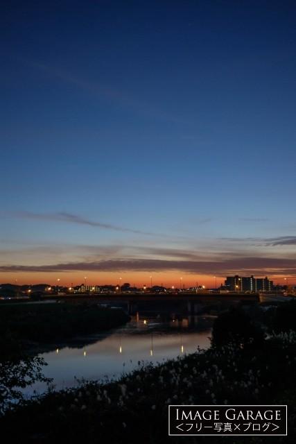 鶴見川(小机大橋付近)の夕焼けのフリー写真素材