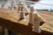 お琴の弦を張る琴柱
