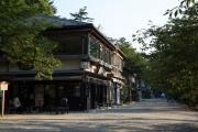 茶店がならぶ兼六園の江戸町通り