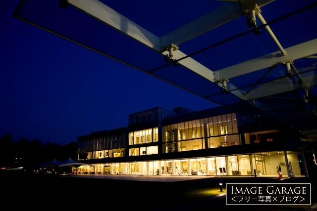 石川県政記念しいのき迎賓館の夜景のフリー写真素材(無料)