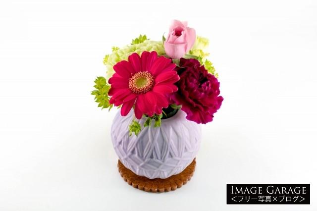 母の日に贈る花(ガーベラ・カーネーションなど)のフリー写真素材