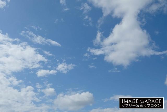 5月の雲のある青空のフリー写真素材(無料)