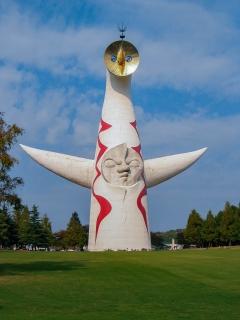 万博記念公園にある高さ70mの太陽の塔