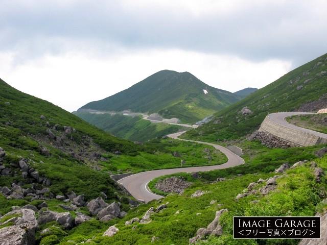 乗鞍スカイラインのつづら折りと猫岳のフリー素材写真(無料)