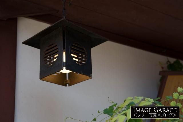 古民家の釣灯籠(吊り灯籠)(吊り下げ照明)のフリー写真素材(無料)