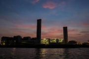 海上から撮影したJERA・川崎火力発電所の夜景