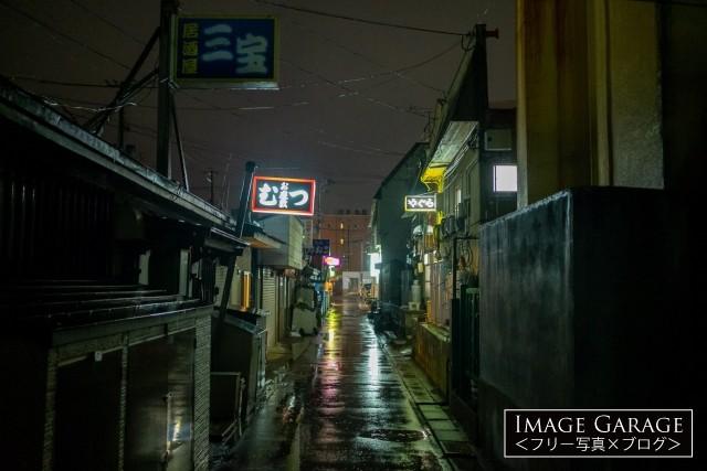 むつ市の田名部の神社横町飲み屋街のフリー素材写真(無料)