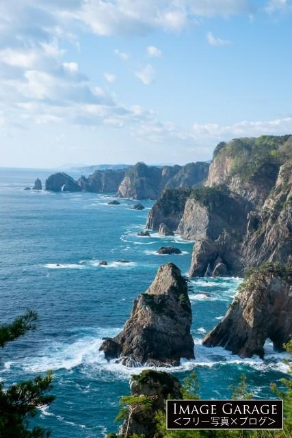 第2展望台から眺めた北山崎のダイナミックな断崖絶壁のフリー素材写真(無料)