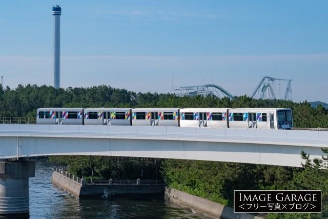 シーサイドライン・八景島付近を走る2000形電車のフリー素材写真(無料)