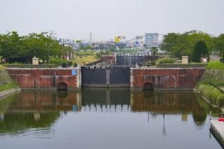 利根川と横利根川を結ぶ横利根閘門