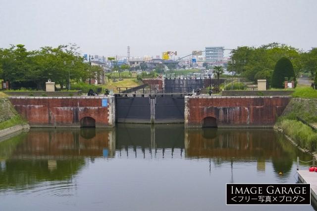 利根川と横利根川を結ぶ横利根閘門のフリー写真素材(無料)