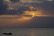 荘厳なクラシックイメージの夕焼けと夕陽