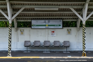 鶴見線の浅野駅のホーム