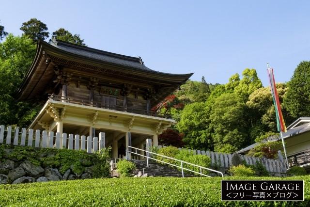 高知県大豊町・粟生聖天定福寺の山門のフリー素材写真(無料)
