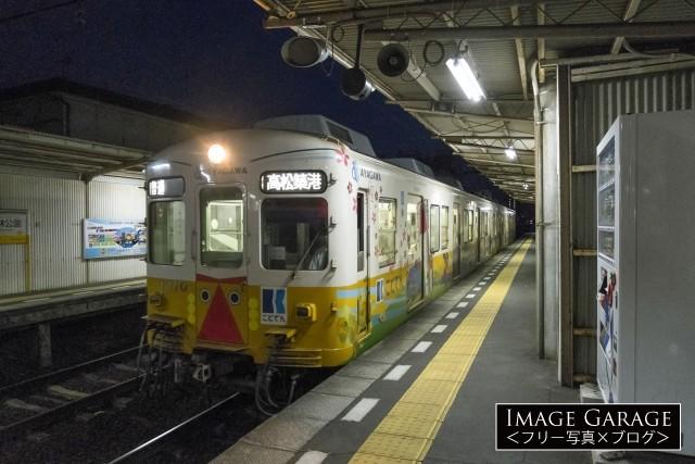 ことでん(高松琴平電気鉄道株式会社)1200系電車のフリー写真素材(無料)