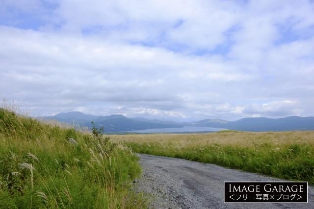 北富士演習上のススキ野原と山中湖のフリー素材写真(無料)