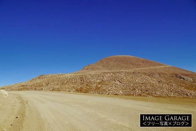 未舗装路時代のパイクスピーク標高4,301mへの道のフリー素材写真(無料)