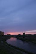 鶴見川とピンク色の妖艶な夕焼