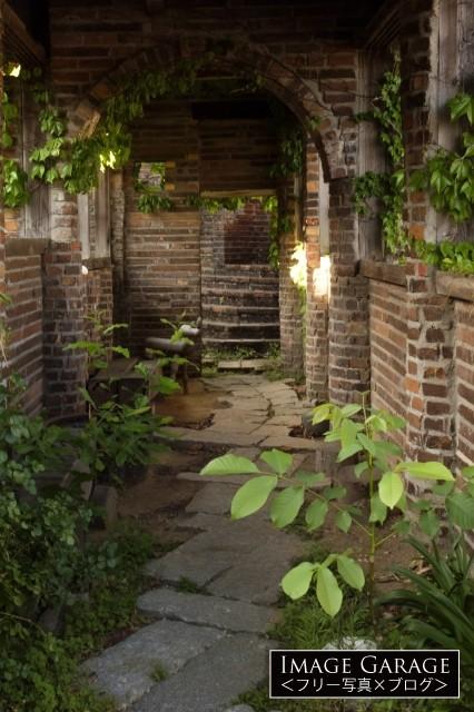 ラピュタの世界を感じる徳島・大菩薩峠のレンガのアーチのフリー素材写真(無料)