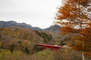 東沢大橋展望台(赤い橋)・清里の紅葉