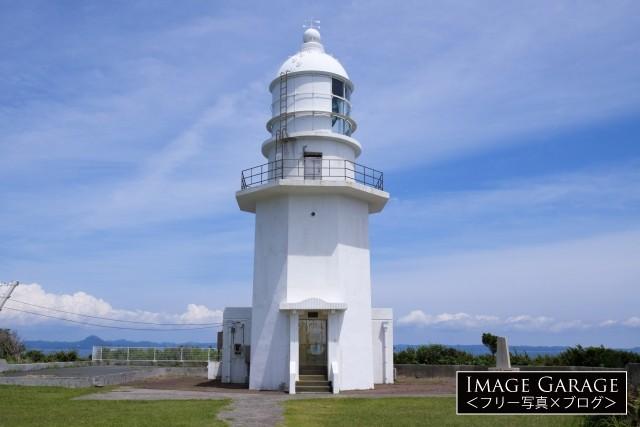 八角形の白く美しい剱埼灯台のフリー素材写真(無料)