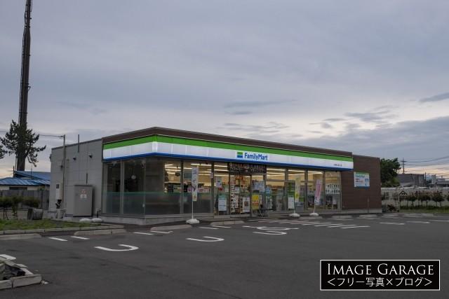 コンビニエンスストア・ファミリーマートの店舗のフリー素材写真(無料)
