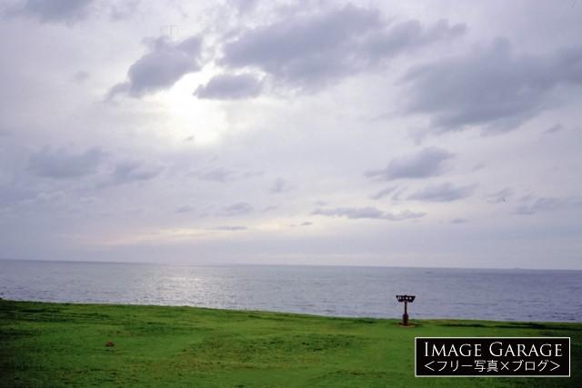男鹿半島・入道崎の草原と日本海のフリー素材写真(無料)