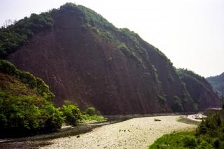 日本のエアーズロックと呼ばれる古座の一枚岩