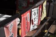 鶴見川サイクリングコース沿いの阿部商店の吊り下げ旗
