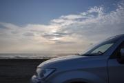海と車(千里浜とカローラアクシオ)