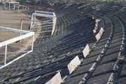 サッカーグラウンドを整備するトンボ