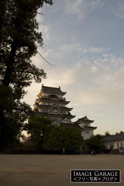 江戸時代に建てられた福山城(縦位置)のフリー素材写真(無料)