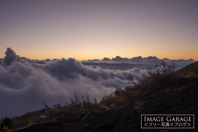 富士山・富士宮口5合目から見た雲海のフリー素材写真(無料)