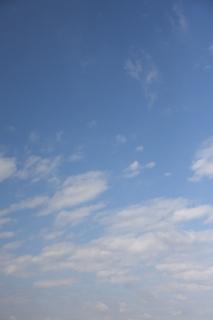 曇る前に見えた青空(縦位置)