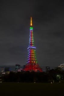 虹色に輝く東京タワー