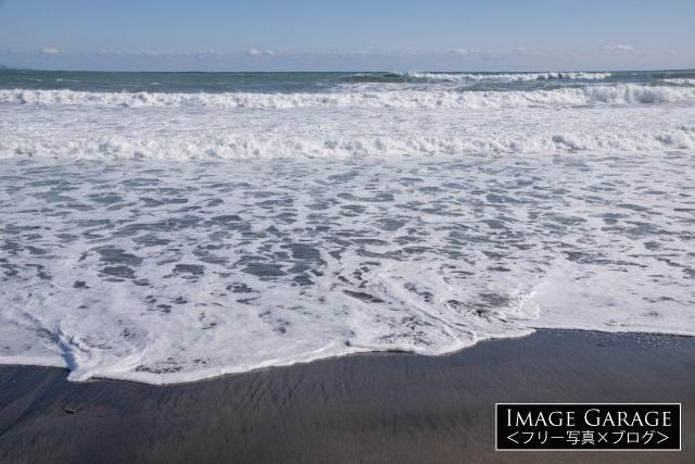 千葉県の海岸の波打ち際のフリー写真素材