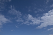 程よく雲がある青空(横位置)